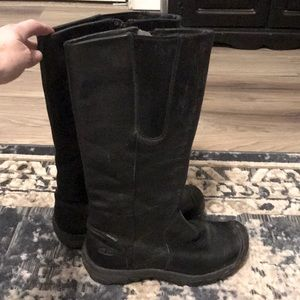 Used black keen tall boots, insulated, zip 10.